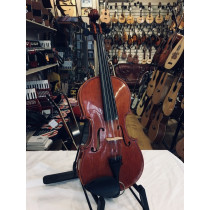 Stentor conservatoire viola 14inches back. Large cosmetic mark on back. Case and bow