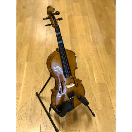 Cremona 1/2 SV-130 Violin Outfit. Good condition complete with 2 bows, a shoulder rest, rosin and case.